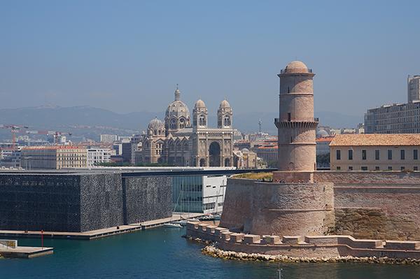 Mucem_et_Cathedrale_Sainte_Marie_Majeure_de_Marseille_1.jpg
